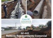 Obras de restauração e melhorias na SC-443 Representante Comercial Flavio Flores Lopes estão em andamento, em Sangão, no Sul do Estado. Os trabalhos iniciaram em 10 de setembro e a conclusão da obra está prevista para maio de 2022.